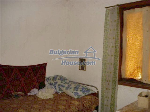 11853:12 - Beautiful massive house with a garden 7 km from Elhovo