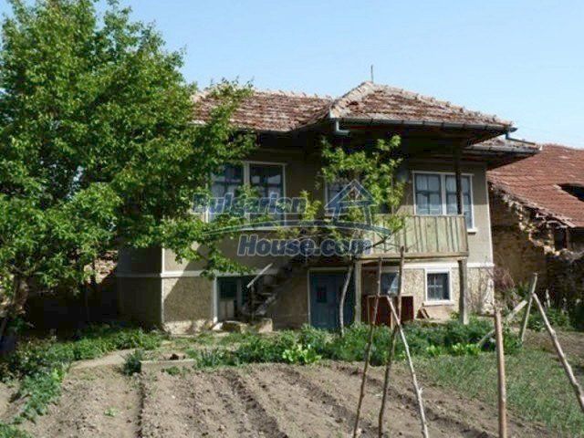 11877:1 - Compact sunny house with nice garden near Veliko Turnovo