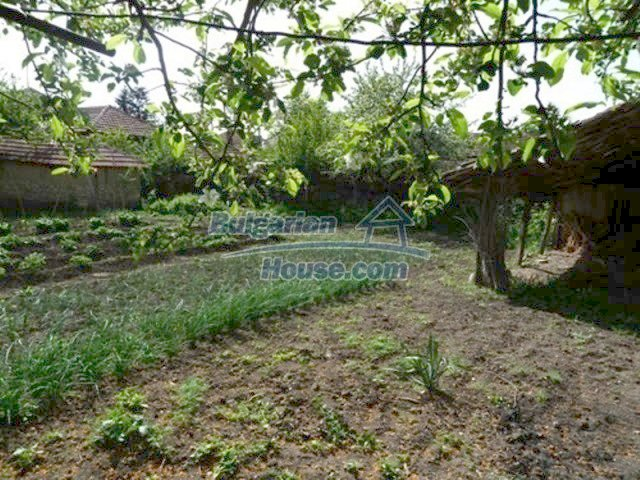 11877:3 - Compact sunny house with nice garden near Veliko Turnovo