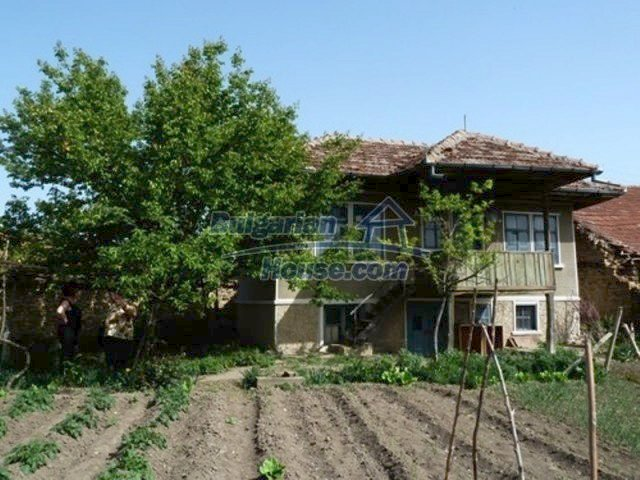 11877:5 - Compact sunny house with nice garden near Veliko Turnovo