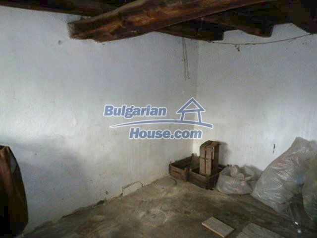 11877:6 - Compact sunny house with nice garden near Veliko Turnovo