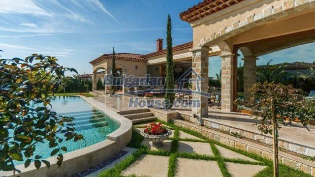11882:8 - Marvelous top class seaside house near Sunny Beach
