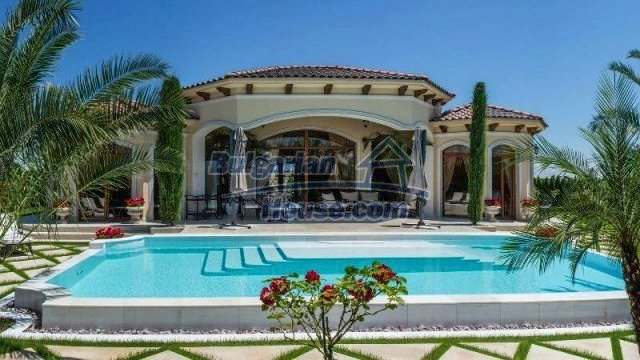 11900:1 - Luxury seaside house - fabulous garden and lovely swimming pool