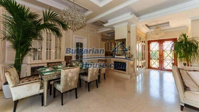 11900:10 - Luxury seaside house - fabulous garden and lovely swimming pool