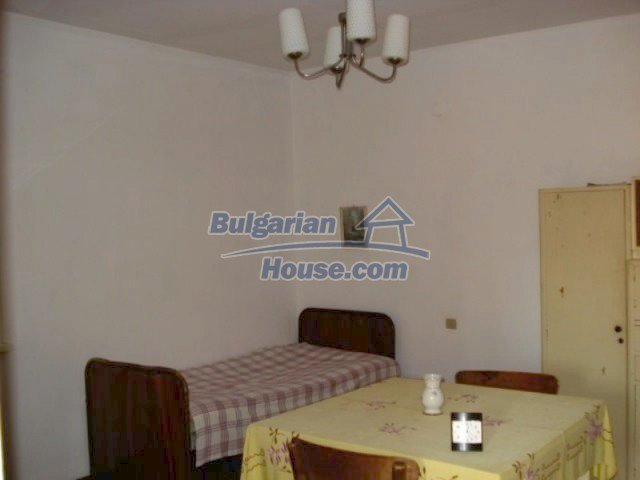 11907:5 - Sunny house with lovely garden in very good condition - Elhovo