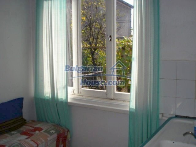 11907:7 - Sunny house with lovely garden in very good condition - Elhovo