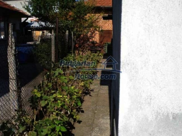 11907:11 - Sunny house with lovely garden in very good condition - Elhovo