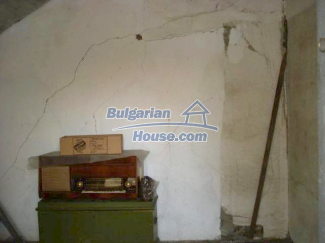 11907:14 - Sunny house with lovely garden in very good condition - Elhovo