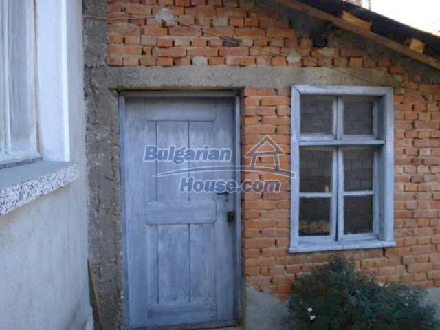 11907:15 - Sunny house with lovely garden in very good condition - Elhovo