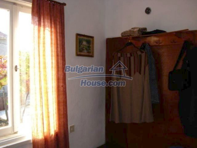 11907:10 - Sunny house with lovely garden in very good condition - Elhovo