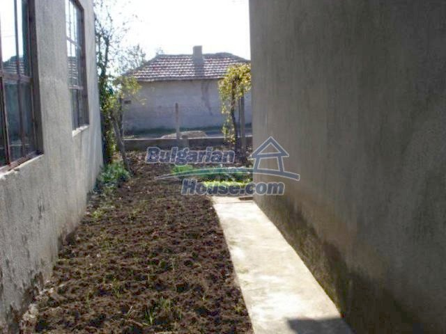 11907:16 - Sunny house with lovely garden in very good condition - Elhovo