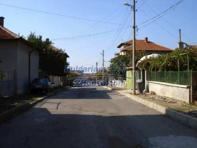 11907:17 - Sunny house with lovely garden in very good condition - Elhovo