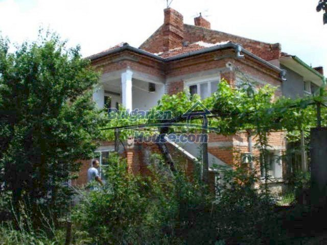 11909:1 - Spacious well maintained house with lovely garden in Elhovo town
