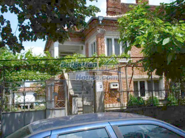 11909:2 - Spacious well maintained house with lovely garden in Elhovo town