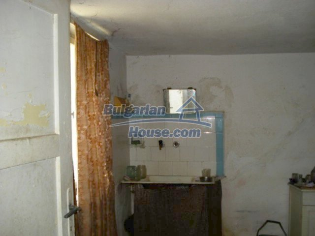 11909:5 - Spacious well maintained house with lovely garden in Elhovo town