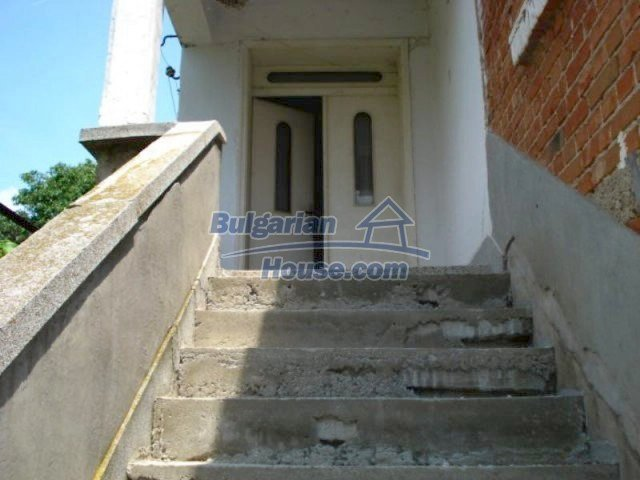 11909:7 - Spacious well maintained house with lovely garden in Elhovo town
