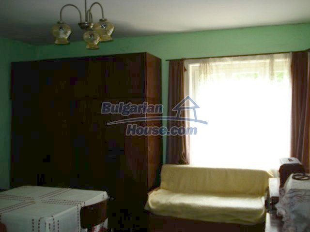11909:11 - Spacious well maintained house with lovely garden in Elhovo town