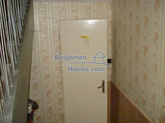11910:6 - Large family house close to downtown in Elhovo