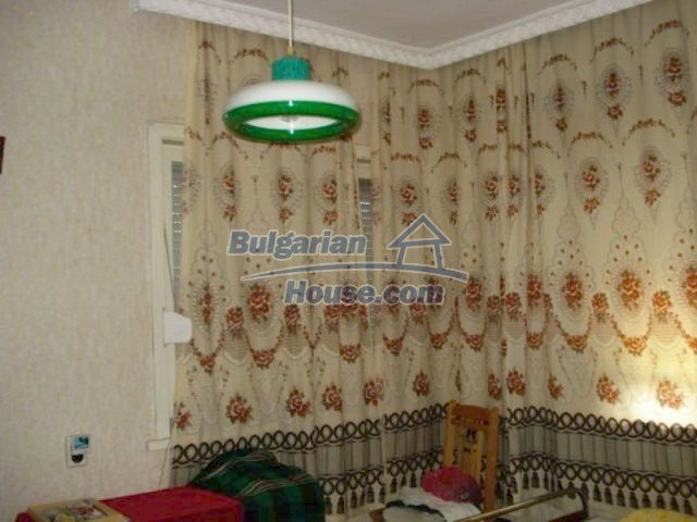 11910:10 - Large family house close to downtown in Elhovo