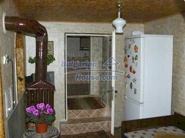 11914:11 - Splendid massive house with sunny flower garden in Elhovo