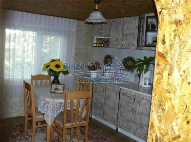 11914:12 - Splendid massive house with sunny flower garden in Elhovo