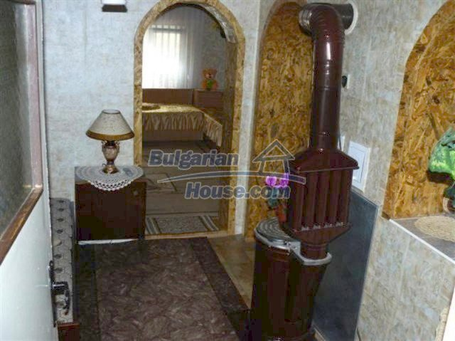 11914:10 - Splendid massive house with sunny flower garden in Elhovo