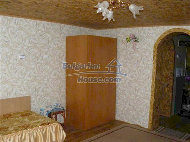 11914:14 - Splendid massive house with sunny flower garden in Elhovo
