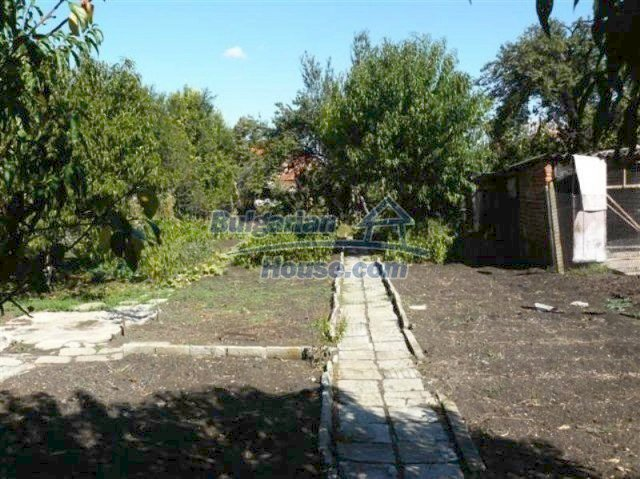 11914:31 - Splendid massive house with sunny flower garden in Elhovo