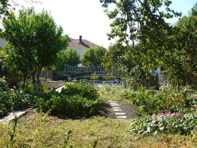 11914:32 - Splendid massive house with sunny flower garden in Elhovo
