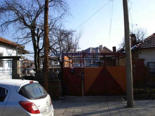 11917:15 - Lovely sunny house with splendid location in Elhovo town