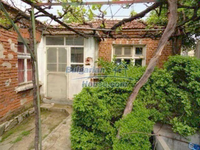 11927:4 - Very cheap and well disposed seaside house near Pomorie