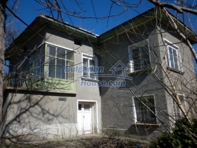 11929:1 - Solid spacious house 20 km from Danube River in Vratsa region
