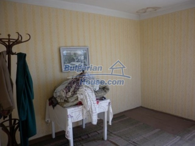 11929:13 - Solid spacious house 20 km from Danube River in Vratsa region