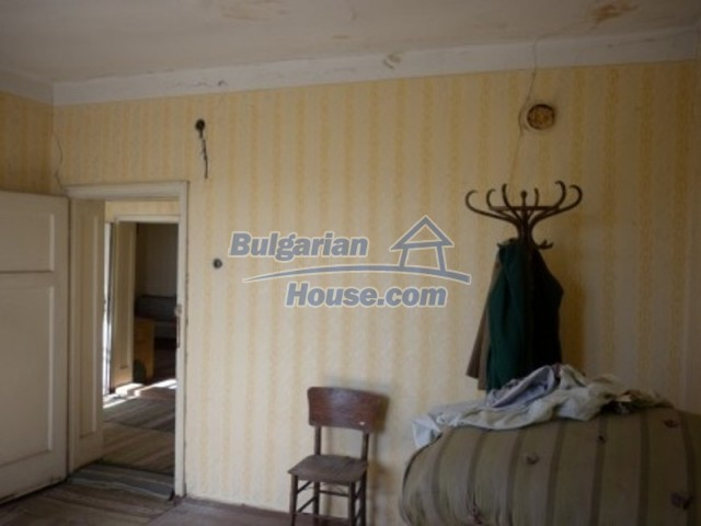 11929:14 - Solid spacious house 20 km from Danube River in Vratsa region