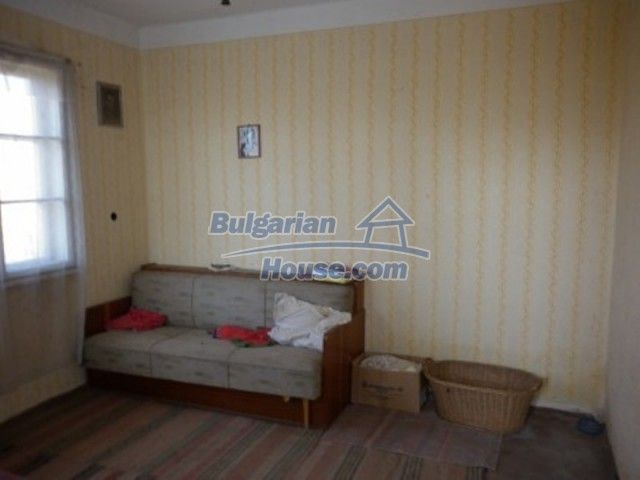 11929:15 - Solid spacious house 20 km from Danube River in Vratsa region