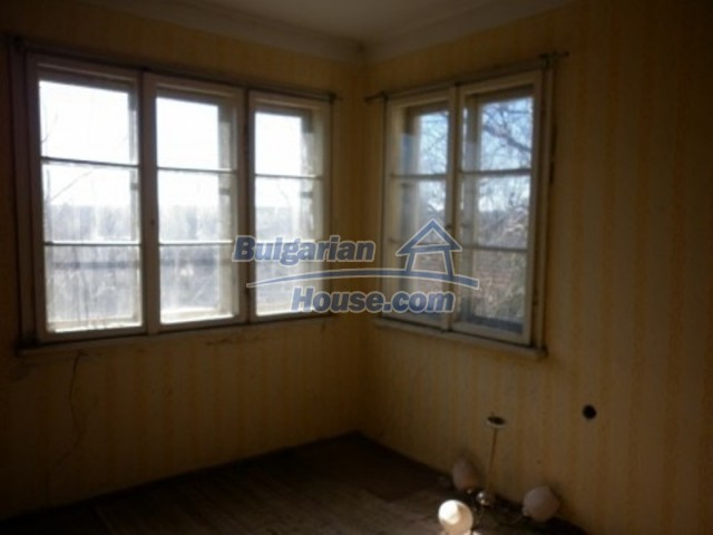 11929:16 - Solid spacious house 20 km from Danube River in Vratsa region