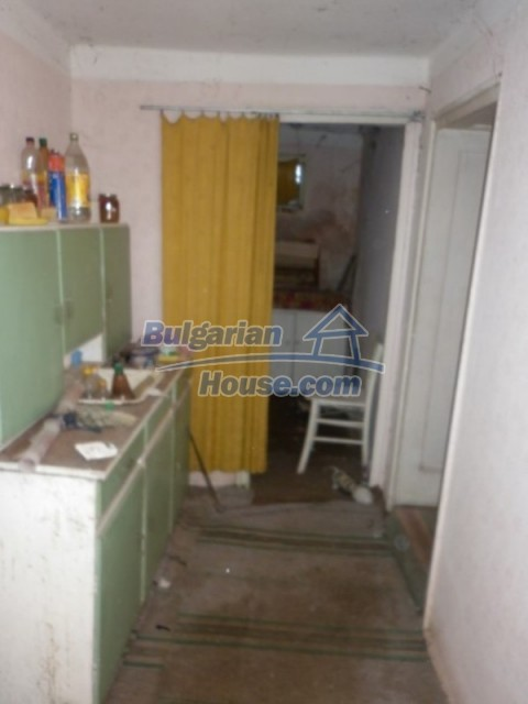 11929:20 - Solid spacious house 20 km from Danube River in Vratsa region