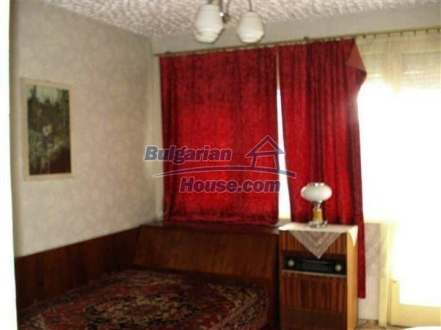 11940:7 - Nice semi-detached Bulgarian house in the centre of Elhovo