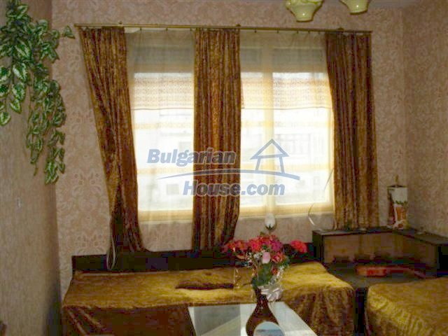 11940:8 - Nice semi-detached Bulgarian house in the centre of Elhovo