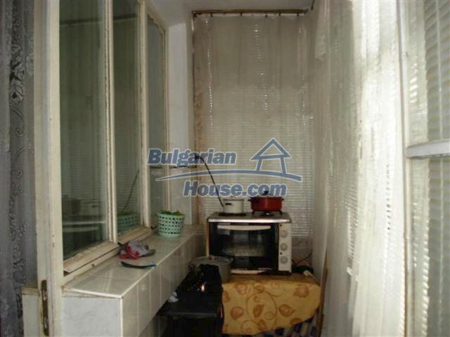 11940:10 - Nice semi-detached Bulgarian house in the centre of Elhovo