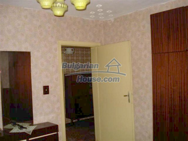 11940:11 - Nice semi-detached Bulgarian house in the centre of Elhovo