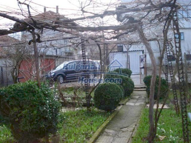 11940:16 - Nice semi-detached Bulgarian house in the centre of Elhovo