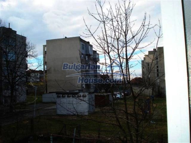 11940:18 - Nice semi-detached Bulgarian house in the centre of Elhovo