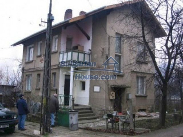 11951:1 - Ground floor of a house in the lovely town of Berkovitsa