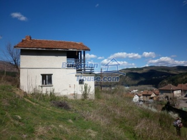 11978:3 - Sunny property with beautiful extensive garden near Vratsa