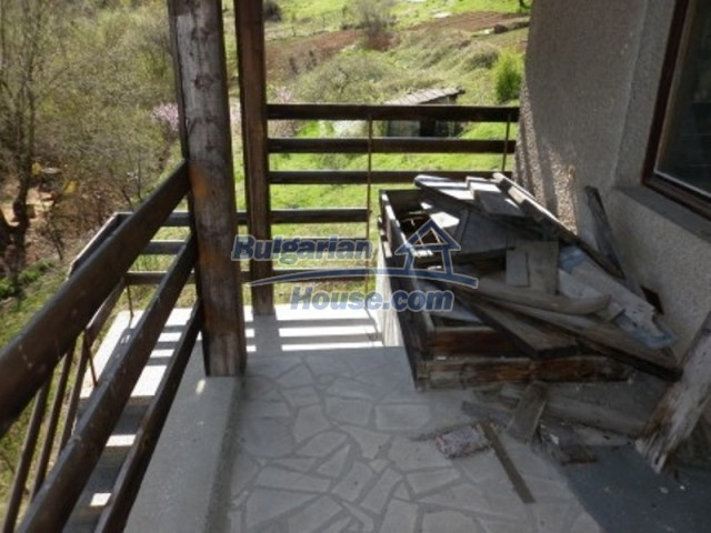 11978:6 - Sunny property with beautiful extensive garden near Vratsa