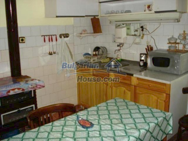 11990:6 - Very spacious and well maintained house in Elhovo