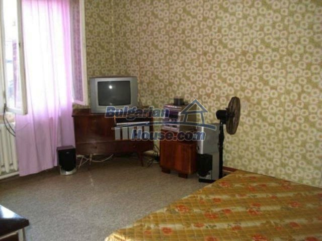 11990:7 - Very spacious and well maintained house in Elhovo