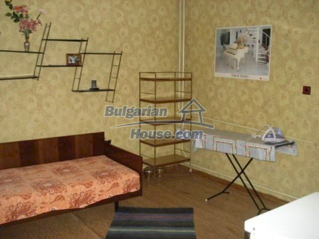 11990:8 - Very spacious and well maintained house in Elhovo