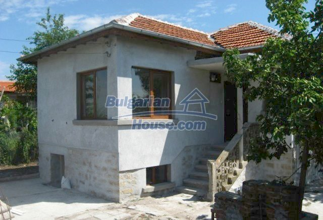 12004:1 - Advantageous renovated house with beautiful garden - Chirpan